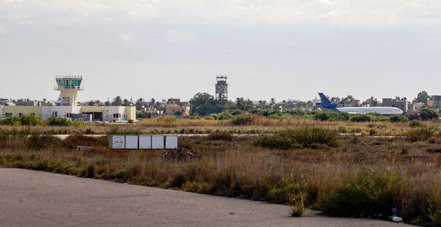 Mitiga-flygplatsen utanför huvudstaden Tripoli. MAHMUD TURKIA / AFP