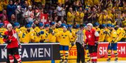 Den svenska bänken firar William Nylanders 2–1-mål. JOEL MARKLUND / BILDBYRÅN