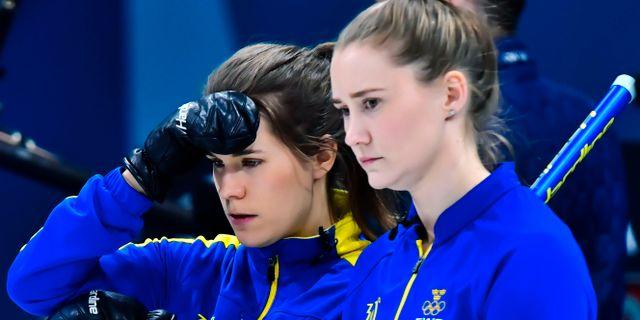 Anna Hasselborg och Sara McManus under gruppspelsmatchen mot Sydkorea. Jonas Ekströmer/TT / TT NYHETSBYRÅN