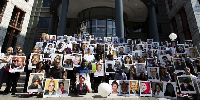 Anhöriga protesterar efter olyckan i Etiopien.  TT