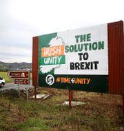 Anti-brexit affisch nära den irländska gränsen. Peter Morrison / TT NYHETSBYRÅN