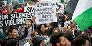 Hundratals demonstrerar i Chicago i samband med invigningen av USA:s ambassad i Jerusalem.  Ashlee Rezin / TT / NTB Scanpix