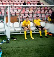 Mjällbyspelarna som sitter på bänken får dock fortsatt se på. Pavel Koubek/TT / TT NYHETSBYRÅN