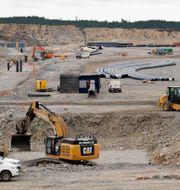 Arbete på området som är röjt för Northvolt planerade fabrik, fem minuters bilväg öster om Skellefteå centrum. Henrik Montgomery/TT / TT NYHETSBYRÅN