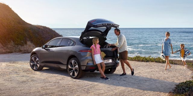 Jaguar I-PACE har skapats med inspiration från supersportbilen Jaguar C-X75.  Jaguar