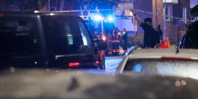 Polisen i Nacka efter skjutningen i söndags. Claus Meyer/TT / TT NYHETSBYRÅN