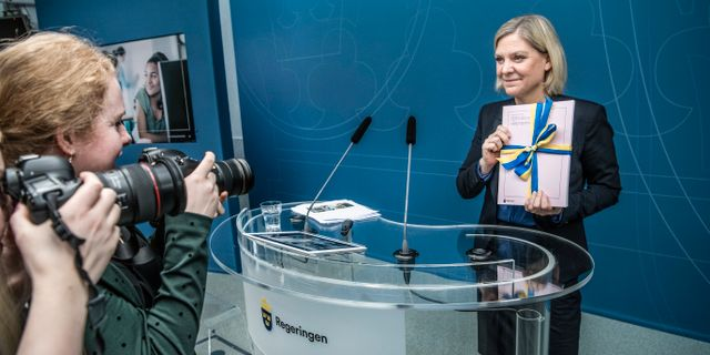 Magdalena Andersson med vårändringsbudgeten. Lars Pehrson/SvD/TT / TT NYHETSBYRÅN