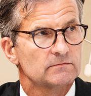 Arkivbilder: FI:s generaldirektör Erik Thedéen, Handelsbankens vd Carina Åkerström. TT