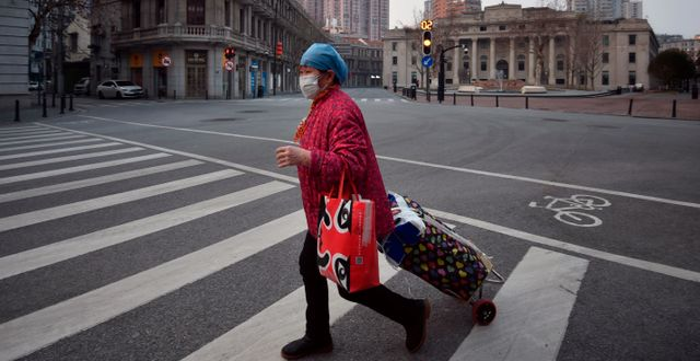 Kvinna i kinesiska Wuhan.  TT NYHETSBYRÅN