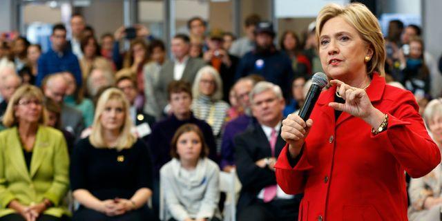 Clinton vid valmötet i New Hampshire. Jim Cole / TT NYHETSBYRÅN