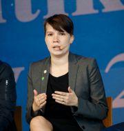 I mitten: Annika Hirvonen Falk (MP). Christine Olsson/TT / TT NYHETSBYRÅN