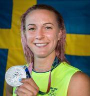 Sarah Sjöström med silvermedaljen. JOEL MARKLUND / BILDBYRÅN