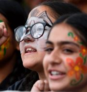 Nepalesiska ungdomar i klimatprotester under gårdagen. PRAKASH MATHEMA / AFP