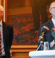 Handelsbankens ordförande Pär Boman och den avgående vd:n Anders Bouvin.  Maja Suslin/TT / TT NYHETSBYRÅN