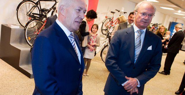 Salvatore Grimaldi tillsammans med kung Carl XVI Gustaf. ADAM IHSE / TT / TT NYHETSBYRÅN