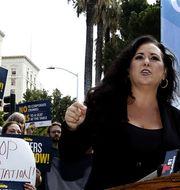 Människor i Kalifornien protesterar mot Uber-förares arbetsvillkor.  TT