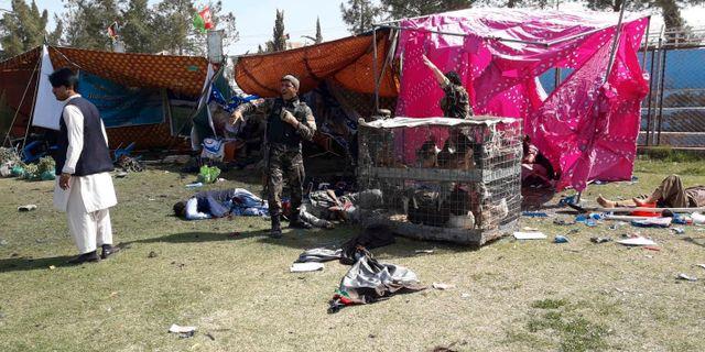 Skadade på marken efter explosionen.  Abdul Khaliq / TT NYHETSBYRÅN