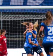 Eskilstuna firar Felicia Rogics första mål. MAXIM THORÉ / BILDBYRÅN