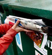Här åker tidningar i återvinningen. Arkivbild. PONTUS LUNDAHL / TT / TT NYHETSBYRÅN