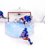 Henrik Lundqvist under onsdagens match mot New York Islanders. MARK BLINCH / BILDBYRÅN