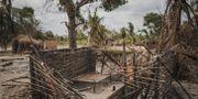 Nedbränt hus i byn Aldeia da Paz i Tanzanias Cabo Delgado-region som attackerats av islamister. MARCO LONGARI / AFP