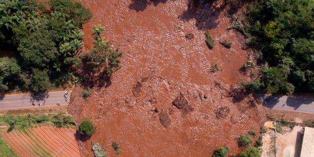 Vattenmassor strömmar fram efter dammkollapsen i Brumadinho tidigare i år. Bruno Correia / TT NYHETSBYRÅN/ NTB Scanpix