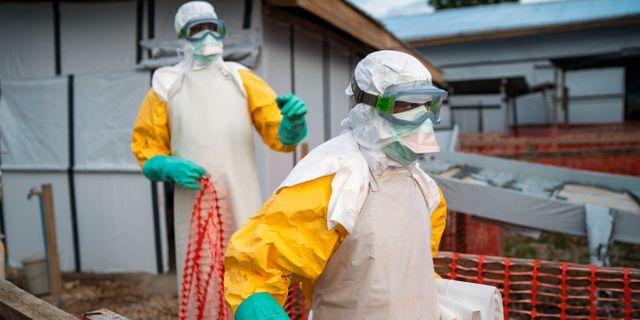 Personer som arbetar med ebola. Jerome Delay / TT NYHETSBYRÅN/ NTB Scanpix