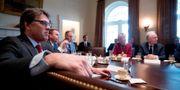 Rick Perry under ett regeringsmöte i Vita huset. I bakgrunden bland annat utbildningsminister Betsy DeVos och Scott Pruitt, chef för miljödepartementet EPA. Andrew Harnik / TT / NTB Scanpix