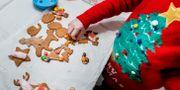 Ett barn bakar pepparkakor/arkivbild.  Kallestad, Gorm / TT NYHETSBYRÅN
