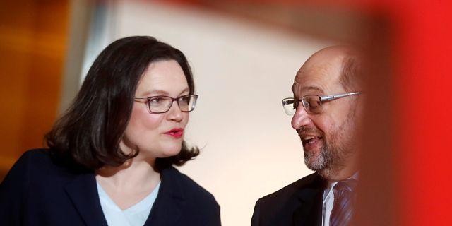 SPD:s gruppledare Andrea Nahles och avgående partiledaren Martin Schulz. Hannibal Hanschke / TT NYHETSBYRÅN