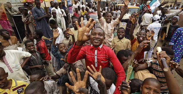 Muhammadu  Buharis anhängare firar hans valseger i februari. TT