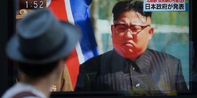 Tv-sändning i Japan där Nordkoreas diktator Kim Jong Un visas. Akivbild. Eugene Hoshiko / TT NYHETSBYRÅN