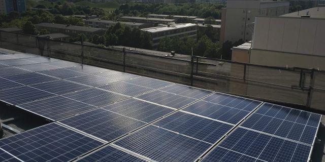 Flerfamiljshus i Malmö med solceller på taket. Arkivbild. Ernad Habibovic/TT / TT NYHETSBYRÅN