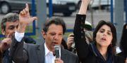 Fernando Haddad och vice president-kandidaten Manuela D'Avila. NELSON ALMEIDA / AFP