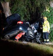 Bilen körde in i ett träd i Svedala. Johan Nilsson/TT / TT NYHETSBYRÅN