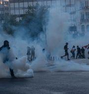 Bild från Aten på torsdagskvällen. Petros Giannakouris / TT NYHETSBYRÅN