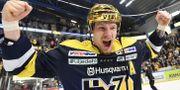 Simon Önerud jublar efter SM-segern.  Mikael Fritzon/TT / TT NYHETSBYRÅN