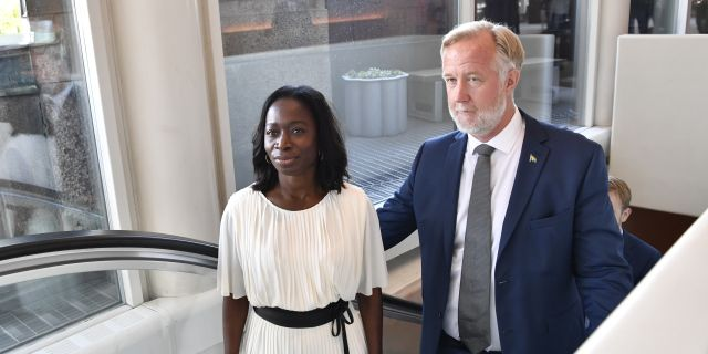 Partiledaren Nyamko Sabuni och Johan Pehrson (L).  Jessica Gow/TT / TT NYHETSBYRÅN
