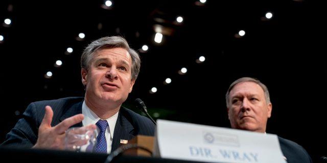 FBI-chefen Chris Wray och CIA-chefen Mike Pompeo under ett förhör i senatens underrättelseutskott på tisdagen.  Andrew Harnik / TT / NTB Scanpix
