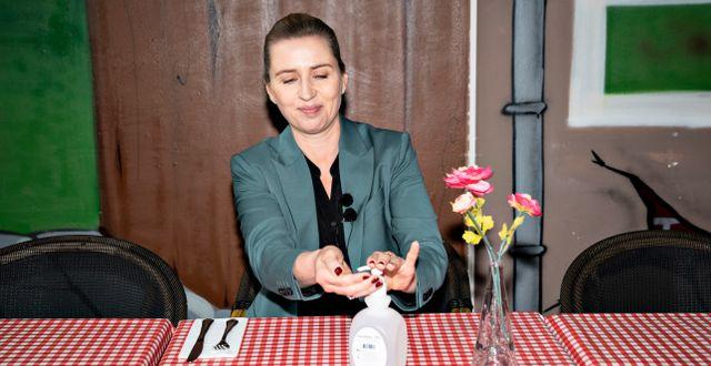Mette Frederiksen äter frukost på en restaurang i veckan. Henning Bagger / TT NYHETSBYRÅN