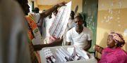 Rösträkningen har börjat. Sunday Alamba / TT NYHETSBYRÅN/ NTB Scanpix