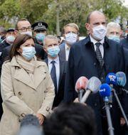 Frankrikes premiärminister Jean Castex flankerad av Paris borgmästare Anne Hidalgo och Darmanin. Lewis Joly / TT NYHETSBYRÅN