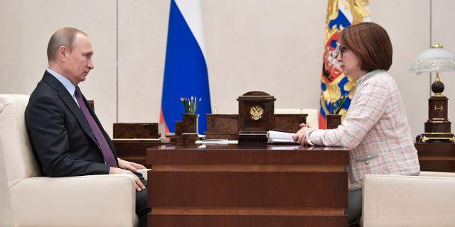 Rysslands president Vladimir Putin och centralbankschef Elvira Nabiullina Alexei Nikolsky / TT NYHETSBYRÅN