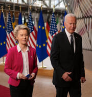EU-kommissionens ordförande Ursula von der Leyen samt de amerikanska presidenterna Joe Biden och Donald Trump. TT