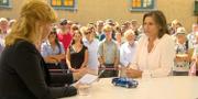 Belinda Olsson och Isabella Lövin (MP). Skärmdump från SVT.