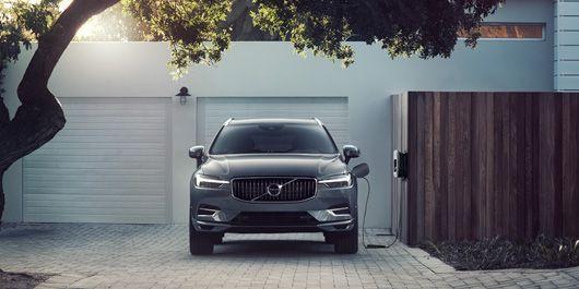 Volvo öppnar upp sina bilhallar för digitala besök och köp online.