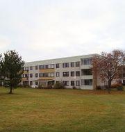 Ett bostadshus i området Tjärna ängar. Wikmedia – Calle Eklund, V/Volf