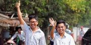 Wa Lone och Kyaw Soe Oo efter frigivandet. ANN WANG / TT NYHETSBYRÅN
