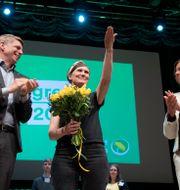 Per Bolund, den nyvalda partisekreteraren Märta Stenevi och Isabella Lövin.  Henrik Montgomery/TT / TT NYHETSBYRÅN