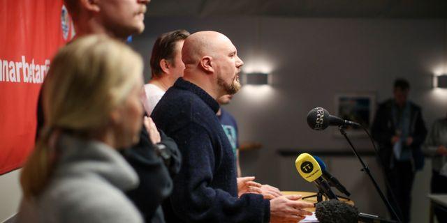 Hamnarbetarförbundet håller presskonferens under onsdagen. Erik Helgeson vid mikrofonen.  ADAM IHSE / TT NYHETSBYRÅN